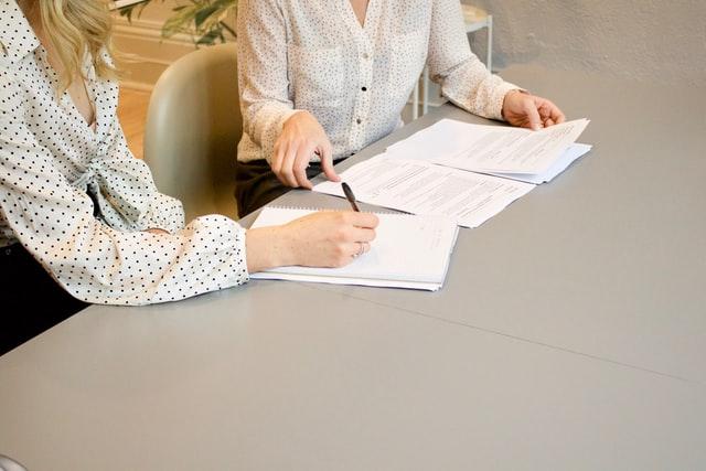 Podpisana umowa, rozmowa, wywiad